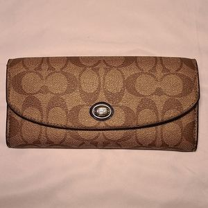 Coach Wallet. Excellent condition looks like it was never even used.